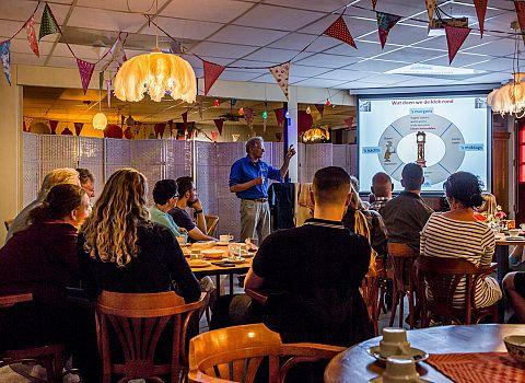 uitleg presentatie struisvogelboerderij