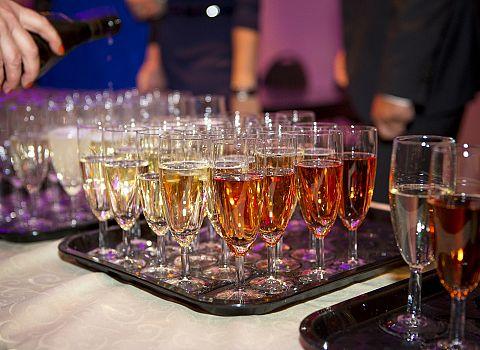 Champagne, trouwen in Friesland | De Postwagen