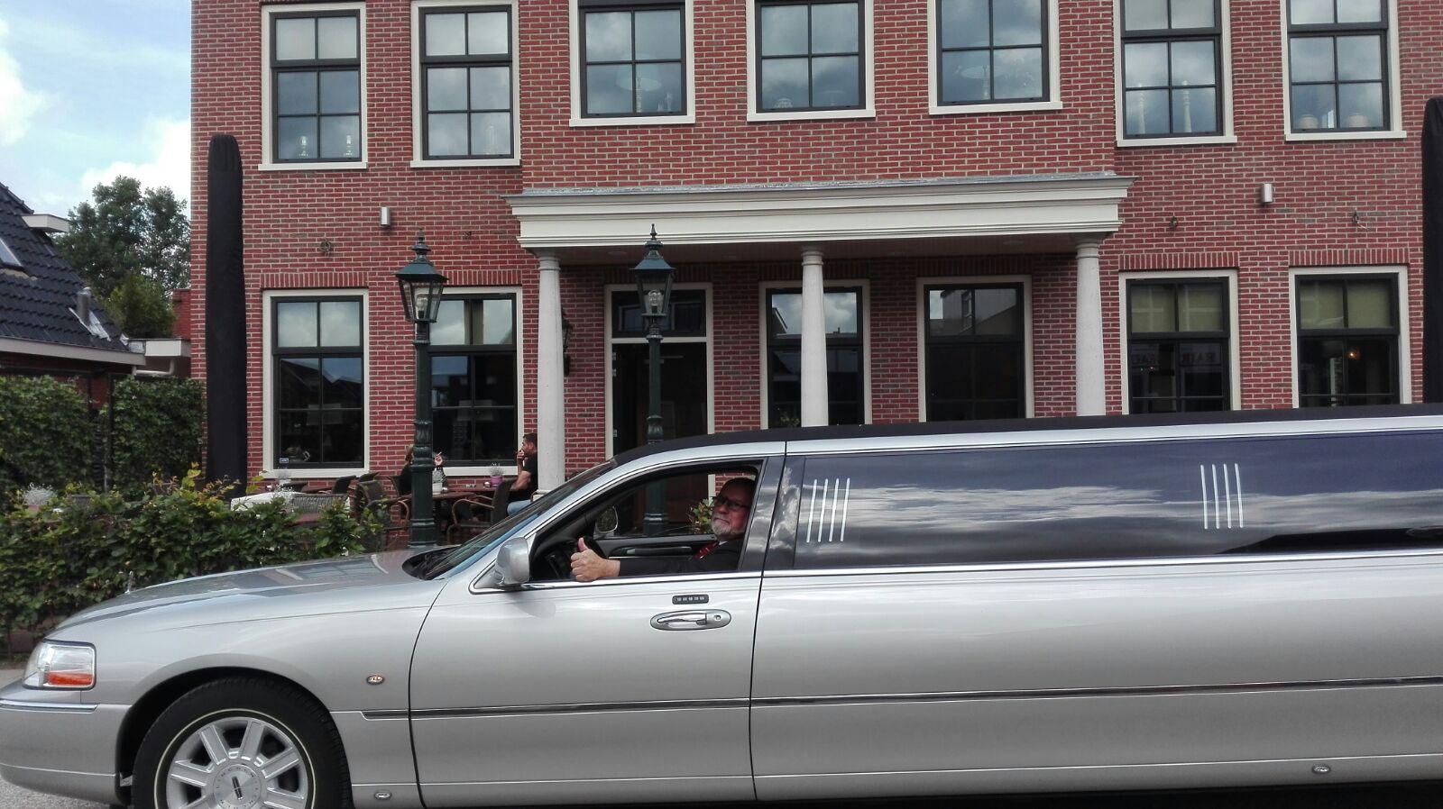 limousine huren vrijgezellenfeest in stijl de postwagen Goedkoop Limousine Verhuur.htm #17